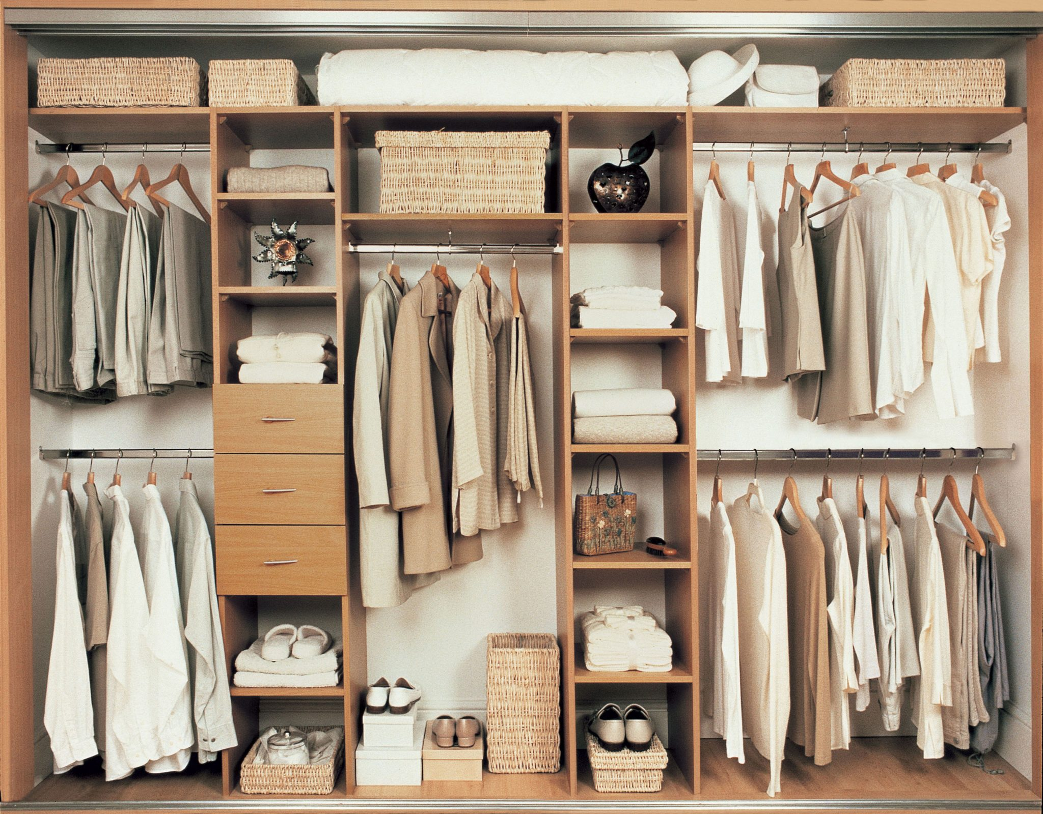 Wardrobe - adjustable shelving - pole interior